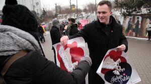 Walentynki: Młodzież Wszechpolska promuje potriotyzm
