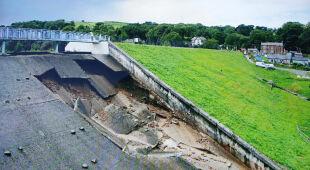 Los zapory wisi na włosku. Woda może zalać miasteczko w Anglii