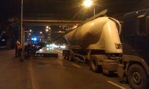 Ciężarówka staranowała ogranicznik wysokości