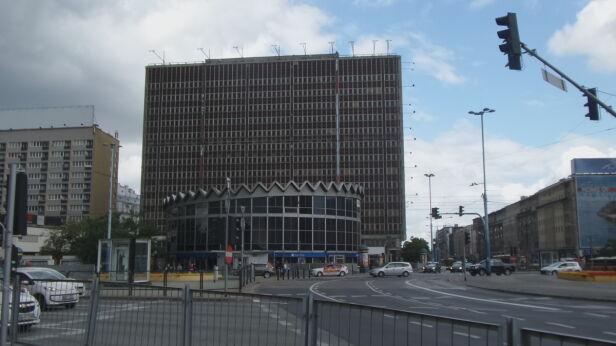 Zniknęła wielkoformatowa reklama z budynku przy rotundzie Lech Marcinczak/ tvnwarszawa.pl