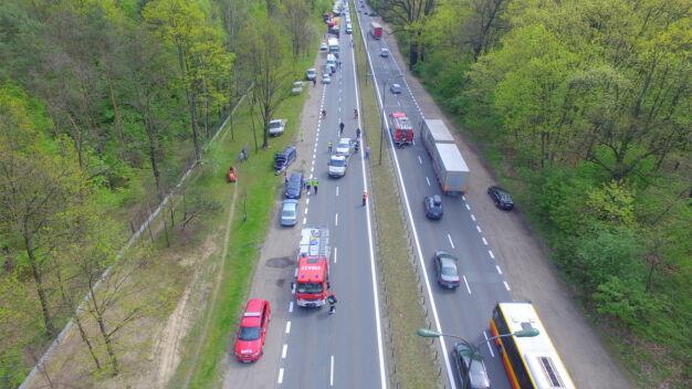 Zderzenie trzech aut na Czecha. Utrudniony wjazd do Warszawy