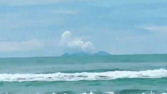 """Ruszą odnaleźć zaginionych na wyspie. Ci, którzy przeżyli, krzyczeli, że """"płoną"""""""