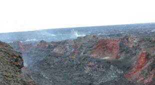 Naukowcy badają wnętrze krateru Baugur, wulkanu Barbarbunga (Icelandic Met Office, British Geological Survey)
