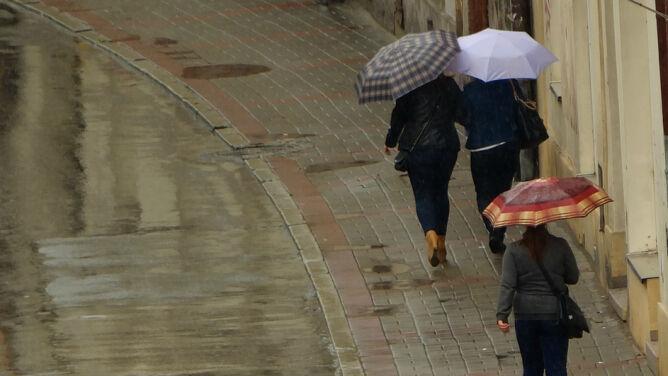 Prognoza pogody na dziś: miejscami zachmurzy się i popada. Dość silny wiatr