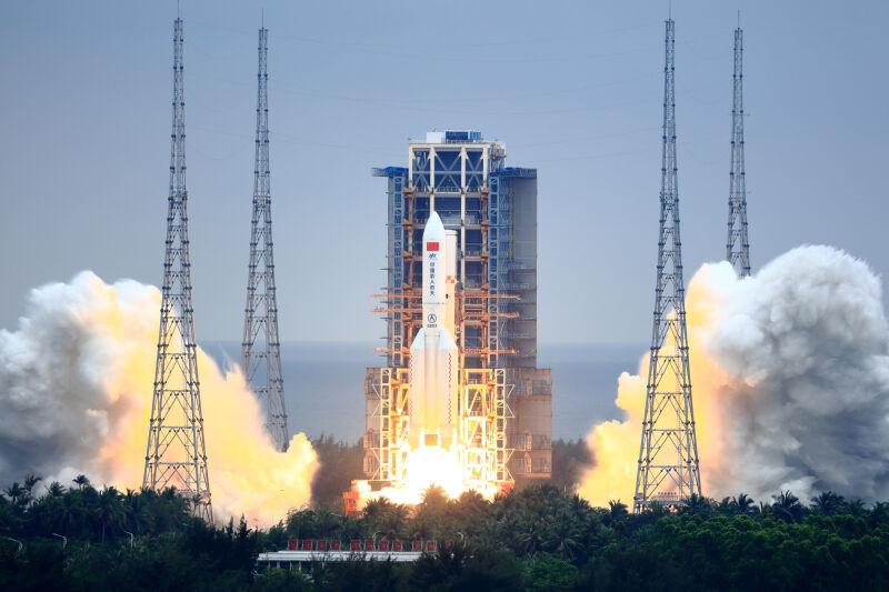 Rakieta Długi Marsz 5B (VCG/VCG via Getty Images)