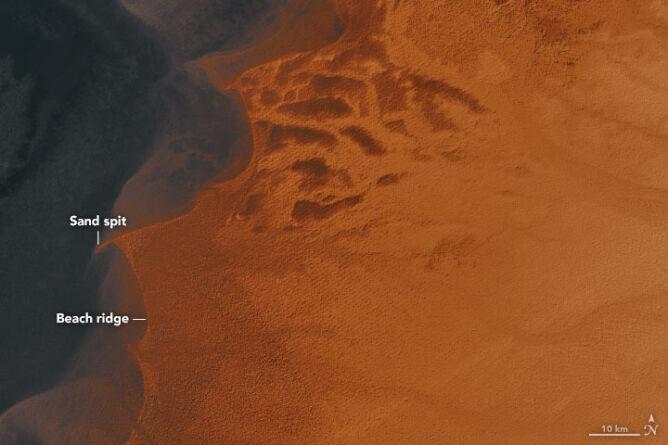 Pozostałości jeziora Mega Czad (NASA Earth Observatory/Joshua Stevens)